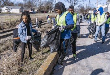 Students volunteer for day of service on MLK Day Thumbnail