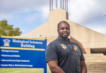 Southeastern's Darrin Wade transitioning from career in theater to medicine Thumbnail