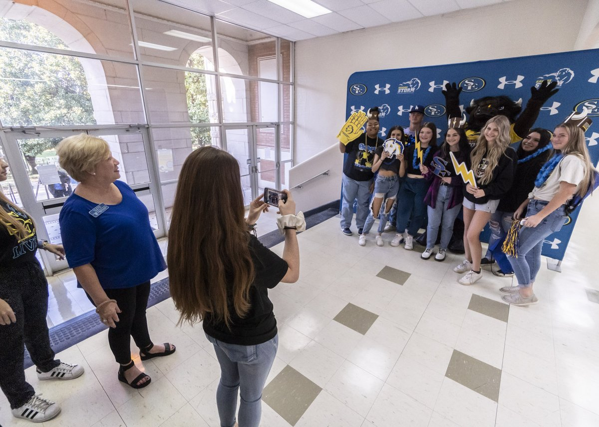 High school students attend SE Live recruiting event banner